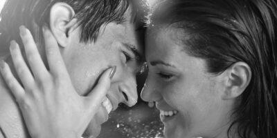 Eşinizi Kendinize Aşık Etmek İçin Neler Yapmalısınız?